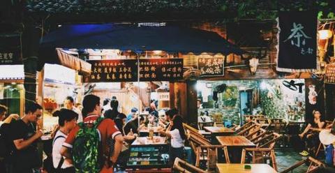 你去过几个专坑外人的美食街?