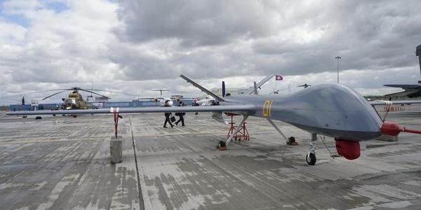 中国尖端武器装备集中亮相哈防务展