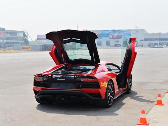 激情燃烧的2.9秒 Aventador S赛道体验