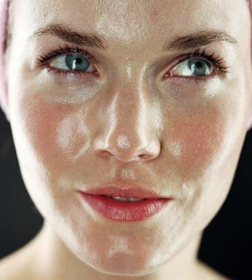 女人这些护肤品,抹得越多老得越快