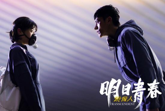 《镜像人》入围影展 李程彬挑战拳击型男露腹肌
