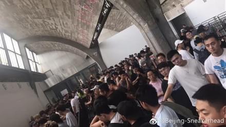 """鹿晗昨晚搞事 今天时尚人士就把北京798""""炸""""了"""