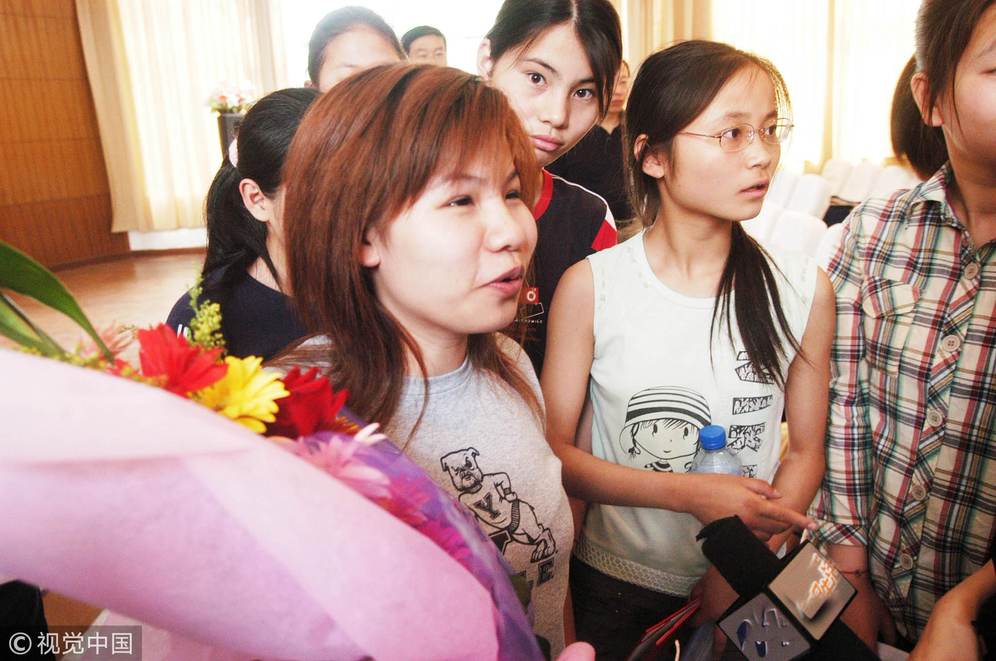 2007年6月18日,扬州,一名盲人学生同时被耶鲁、哈佛、斯坦福三所美国大学录取。/视觉中国