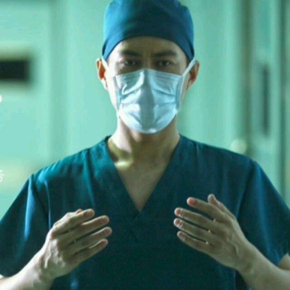 靳东巩峥吴秀波 盘点口罩遮面眼睛全是戏的男演员