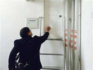 两业主装修堵住消防通道 电梯被封停居民很受伤