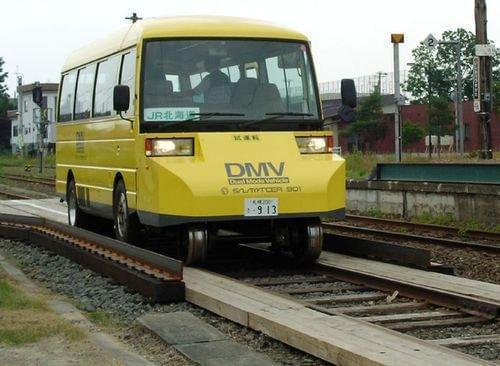 15秒变身 日本测试公路铁路两用公交车