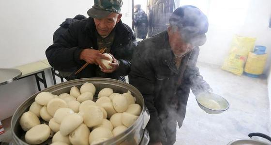 """西安""""幸福食堂"""":老人吃饭3元1天"""