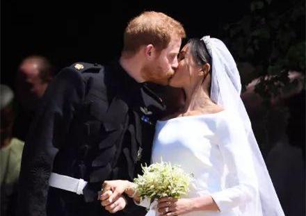"""历届英国皇室新娘婚纱""""battle"""""""