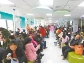 流感来袭 全国各大医院儿科都被挤爆了!