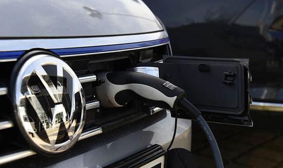 大众已斥资近250亿美元买电池 在中欧量产电动车