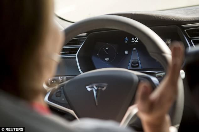 特斯拉宣布召回5.3万辆汽车 停车刹车存缺陷