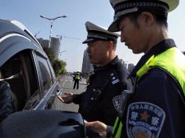 咸宁司机注意了 :在斑马线前不让行 扣3分罚100