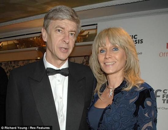 为足球舍弃婚姻!20年前温格对妻子保证:再干5年就退休,食言后的教授离婚了