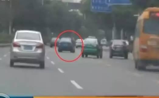 深圳宝马车超速变道 司机:肚子饿就开快了