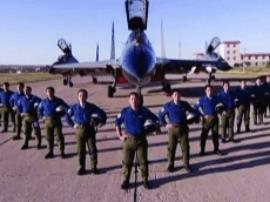 广西:空军招飞正式启动  想开战机的注意报名