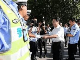 运城市市委副书记、代市长朱鹏调研公安交警工作
