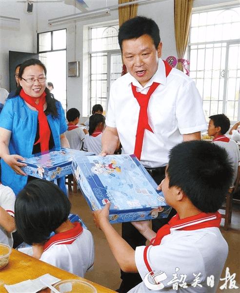莫高义六一寄语 让每一个孩子都能接受优质公平教育