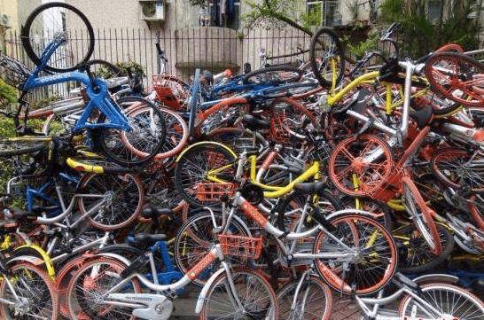 最新碰瓷来了!荆州人注意!小心你身边的自行车.....