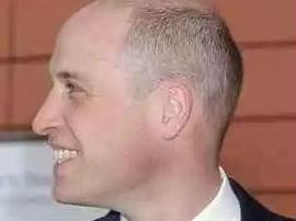35岁威廉王子秃顶示人 新发型花费180英镑