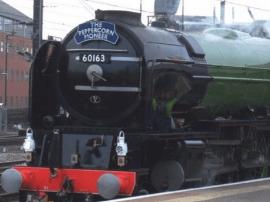 老技术也能飙车:英国蒸汽火车跑出161公里/小时