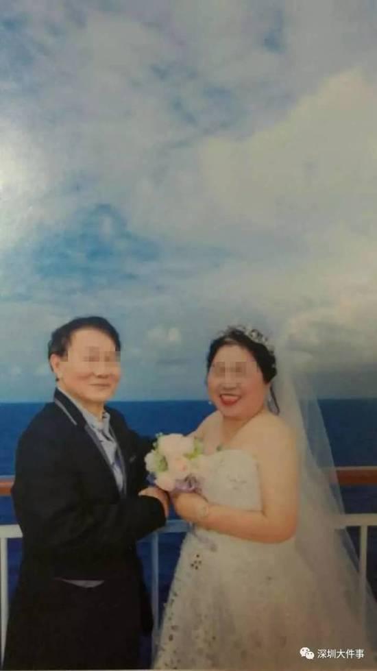 70岁老夫妻邮轮上拍婚纱照 拿到相册后气得想烧掉