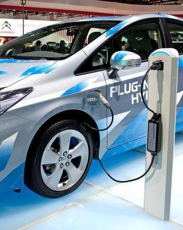资本布局电动车全产业链,挑战续航痛点