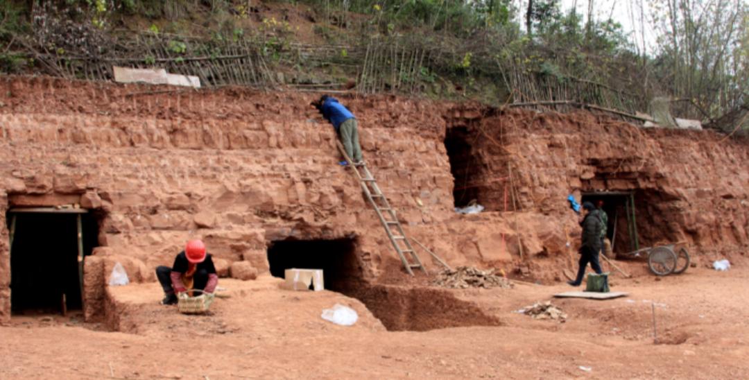 青神县新发现一处汉代崖墓群