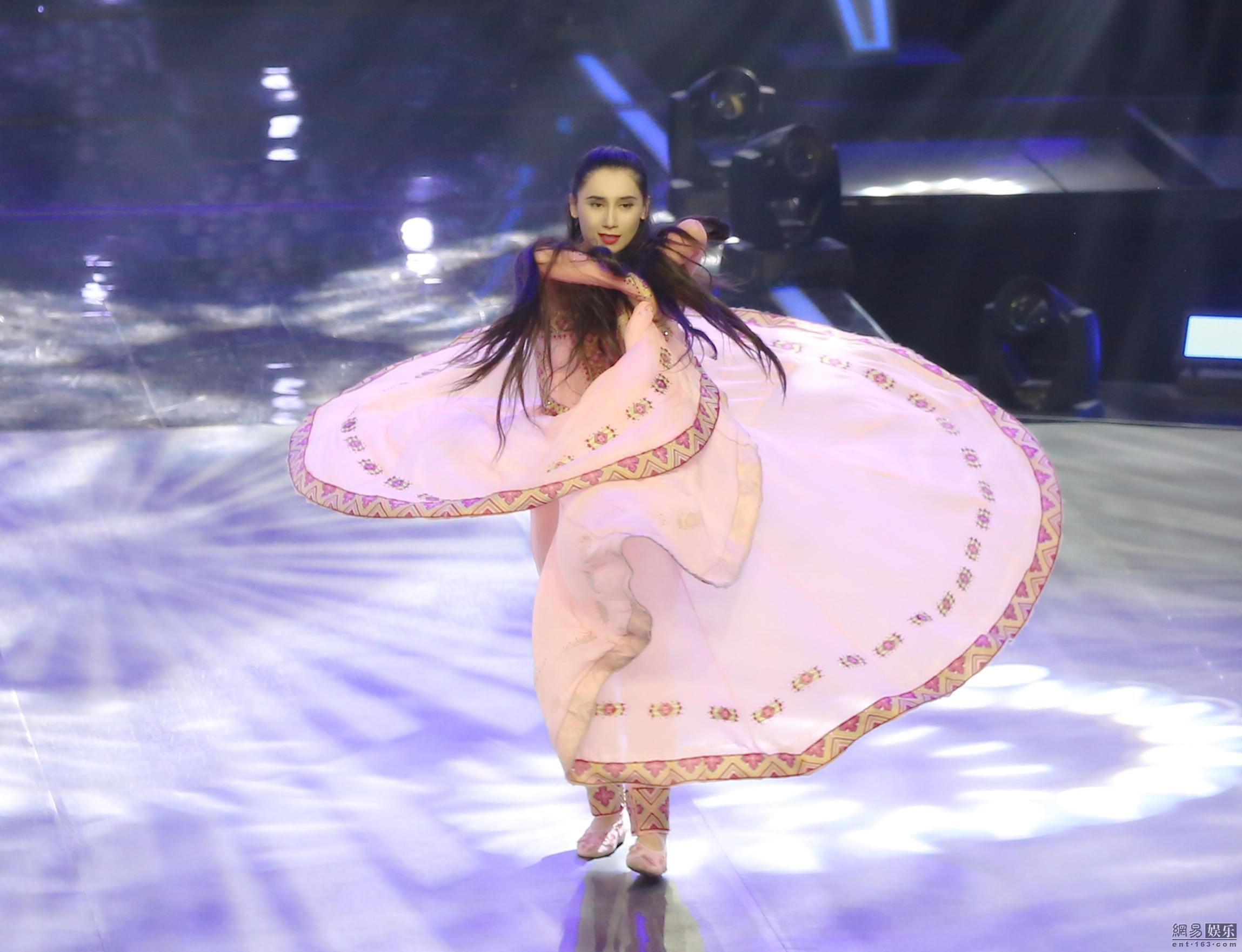29岁新疆妈妈重回舞台 舞技惊人看呆撒贝宁