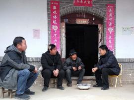 卢氏县领导深入官坡部分村组调研脱贫攻坚工作