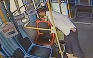 老人乘公交落下钱包 司机拾金不昧