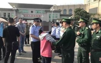 2名逃犯逃过越南被抓获!在东兴口岸移交