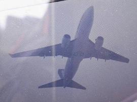 流亭机场跑道附近风筝飘 部分航班被迫备降