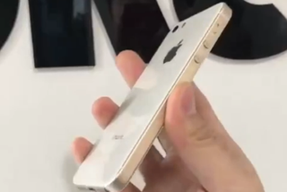 iPhone SE2真机曝光 玻璃机身