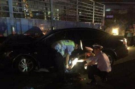 荆州昨晚突发一起车祸 事故造成1死2伤