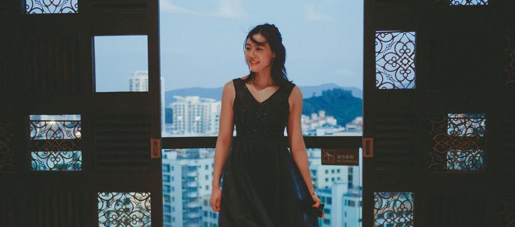 刘湘低胸礼服秀美腿 泳坛第一女神美艳动人
