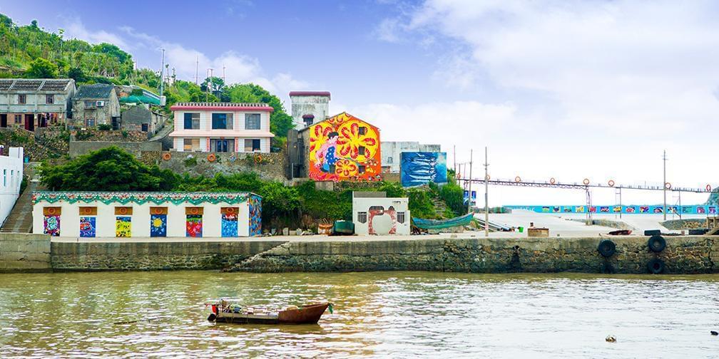 渔民画、浮雕、海螺盆,这是偶像剧里的渔村吧
