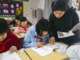 教师蔡春香:尽心担起事业责任 承受压力撑起整个家