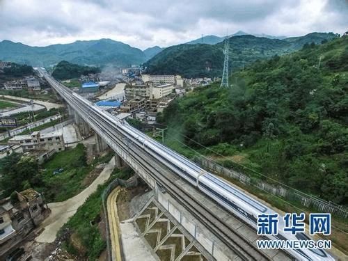 沪昆高铁贵州段个别隧道开裂漏水 铁总:依法追责