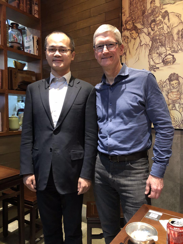 美团CEO王兴和苹果CEO库克约饭 用Apple Pay付款