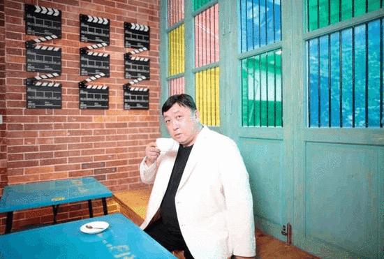 """王晶赴""""大佬饭局"""" 再拍江湖片《黑白迷宫》"""