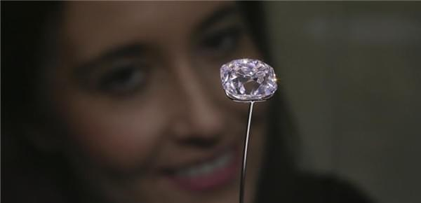 法冠冕粉钻将拍卖 至少7位国王王后曾佩戴