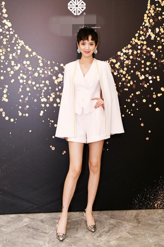 李晓峰现身设计师珠宝展 凸显高级感