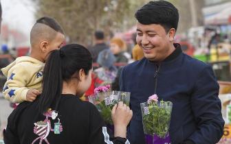 新疆库车:乡村巴扎人气旺