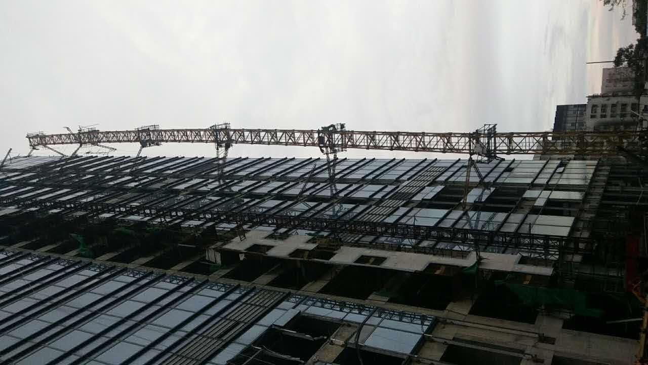 广东省公安消防总队特勤大队深夜出动拯救吊塔!