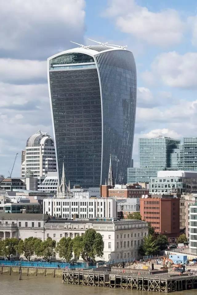 """英镑贬值 """"中国蚝油大王""""伦敦百亿扫楼"""