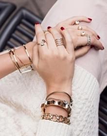 手上戴多个戒指怎么搭配好看?