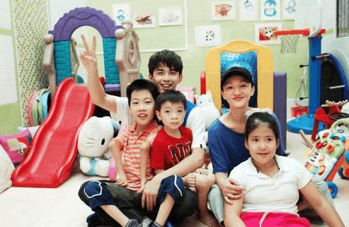 吴磊探望孤残儿童 网友:跟着磊磊做公益