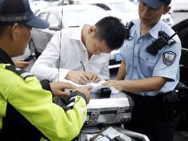 """深圳最强""""限外令""""实施!交警2小时查获18辆外地车"""