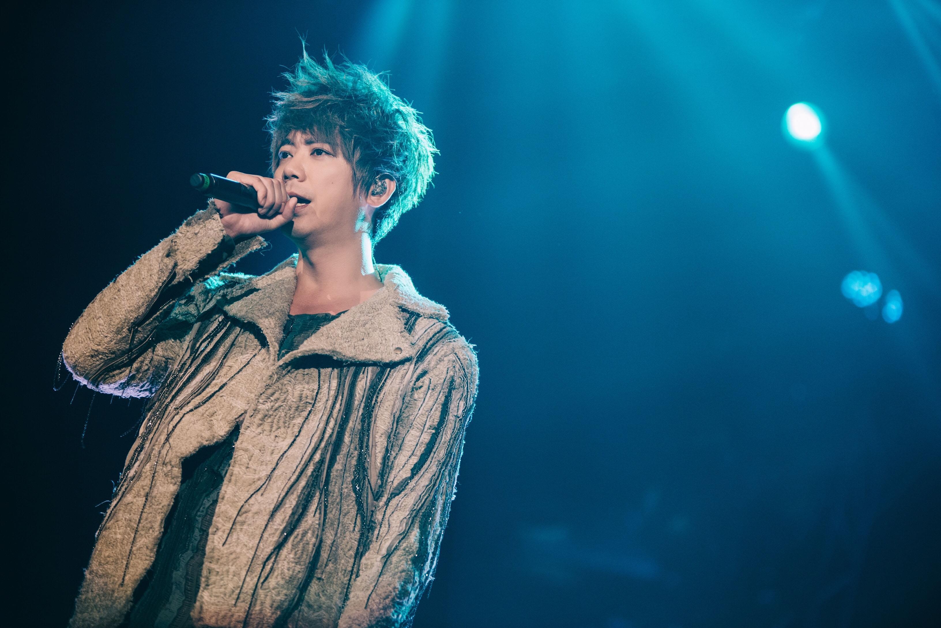 信《GentleMonster》十米高台开唱,全国歌迷齐聚北京摇滚之夜