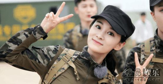 90后美女歌手刘洋洋录国防教育真人秀 晒晕倒地